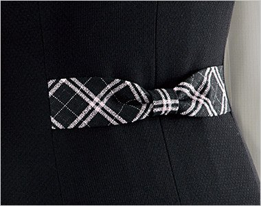 リボンのデザインで後ろ姿まですっきりかわいい背ベルト