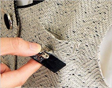 胸ポケットにペンをさしても名札が邪魔にならない実用性の高い名札ポケット