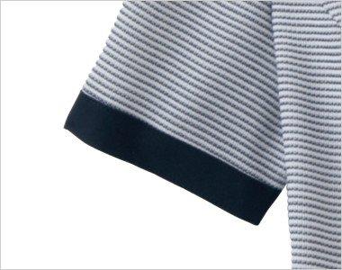 ネイビーで引き締めた半袖の袖口
