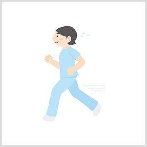 走る看護師