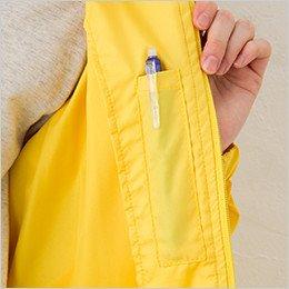 左胸の内側にペン差しポケット