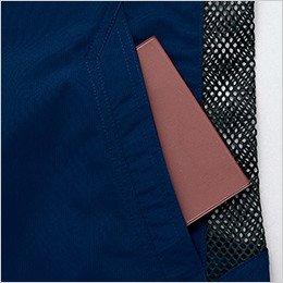 両脇 小物や手帳の収納に便利なポケット付き