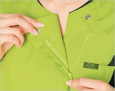 着脱しやすい羽織って着るジップタイプ。メイクなどが付きにくいのも特徴です。