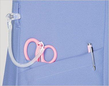 右腰 小分けポケットは、サージカルテープやはさみなど小物類の収納に。便利なループ付き。