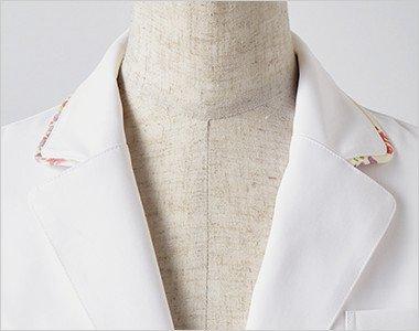 さりげない配色を施した襟もとが上品な印象