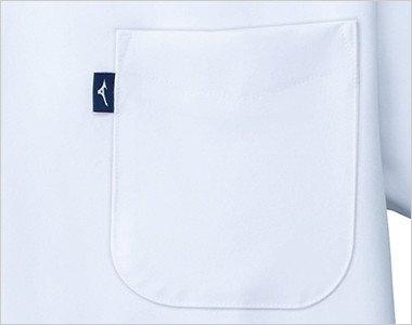 左胸に箱型ポケット