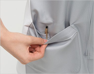 右脇ポケットは二重構造で、内側はペン差しポケット