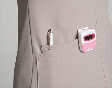 右脇ポケットはデザイン性の高いクロスダブルポケット