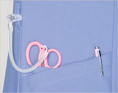 7022SC FOLK(フォーク) レディス ジップスクラブ(女性用) 小分けポケットは、サージカルテープやはさみなど小物類の収納に。便利なループ付き。